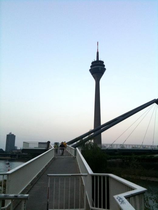 Brücke und Düsseldorfer Fernsehturm